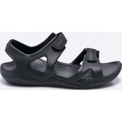 Crocs - Sandały. Czarne sandały męskie marki Crocs, z materiału, z okrągłym noskiem. Za 179,90 zł.