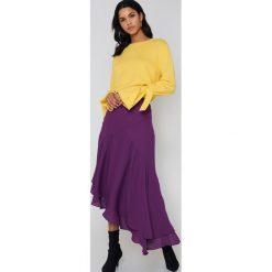 NA-KD Sweter z dzianiny z wiązanym rękawem - Yellow. Żółte swetry klasyczne damskie NA-KD, z dzianiny. Za 161,95 zł.
