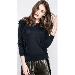 Pepe Jeans - Sweter Ichi. Czarne swetry klasyczne damskie marki Pepe Jeans, m, z bawełny, z okrągłym kołnierzem. W wyprzedaży za 159,90 zł.