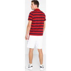 Lacoste Sport STRIPE Koszulka polo lighthouse red/navy blue/white. Niebieskie koszulki sportowe męskie Lacoste Sport, m, z bawełny. Za 359,00 zł.
