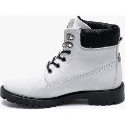 Guess Jeans - Botki Tamara. Niebieskie buty zimowe damskie marki Guess Jeans, z obniżonym stanem. Za 699,90 zł.