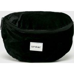 Spiral - Nerka Velvet. Czarne walizki marki Spiral, w paski, z materiału. W wyprzedaży za 99,90 zł.