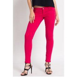 Guess Jeans - Spodnie Beverly Skinny Ultra Low. Szare jeansy damskie rurki marki Guess Jeans. W wyprzedaży za 239,90 zł.