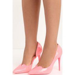 Fuksjowe Szpilki Sweetheart. Różowe szpilki marki Born2be, z aplikacjami, na wysokim obcasie. Za 59,99 zł.