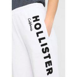 Spodnie dresowe damskie: Hollister Co. BANDED BOYFRIEND PANT  Spodnie treningowe white