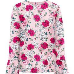 Bluzka z falbanami bonprix jasnoróżowy w kwiaty. Czerwone bluzki asymetryczne bonprix, w kwiaty. Za 49,99 zł.