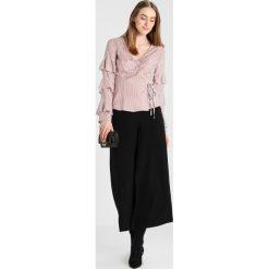 Bluzki damskie: Fashion Union Tall HOWELL WRAP BLOUSE Bluzka mocha