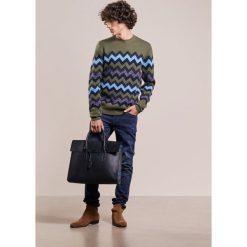 Swetry klasyczne męskie: Essentiel Antwerp INLCUSIVE Sweter army green