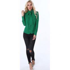 Koszula z żabotem i wiązaniem zielona MP26010. Zielone koszule wiązane damskie Fasardi, l, z żabotem. Za 63,20 zł.