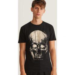 T-shirt z nadrukiem - Czarny. Czarne t-shirty męskie z nadrukiem Reserved, l. Za 39,99 zł.