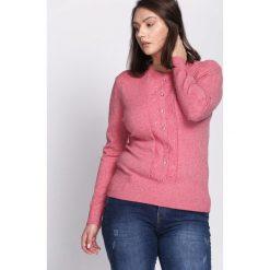 Łososiowy Sweter Reveal of My Heart. Czerwone swetry klasyczne damskie Born2be, l, z okrągłym kołnierzem. Za 69,99 zł.