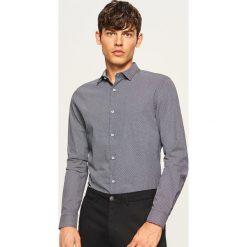 Koszula z mikroprintem regular fit - Granatowy. Niebieskie koszule męskie marki Reserved, m. Za 89,99 zł.