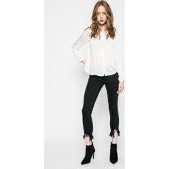 Only - Jeansy. Czarne jeansy damskie rurki marki ONLY, l, z materiału, z kapturem. W wyprzedaży za 89,90 zł.