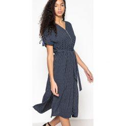 Sukienki: Rozkloszowana sukienka midi w paski z krótkim rękawem