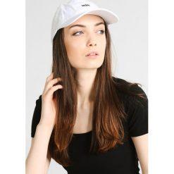 Wood Wood LOW PROFILE Czapka z daszkiem white. Białe czapki męskie Wood Wood, z bawełny. W wyprzedaży za 135,20 zł.