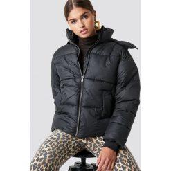 NA-KD Trend Kurtka watowana - Black. Białe kurtki damskie marki NA-KD Trend, z nadrukiem, z jersey, z okrągłym kołnierzem. Za 283,95 zł.