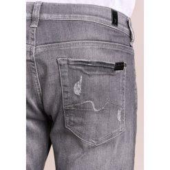 7 for all mankind CAYDEN Jeansy Slim Fit grey. Szare jeansy męskie regular 7 for all mankind, z bawełny. W wyprzedaży za 399,60 zł.