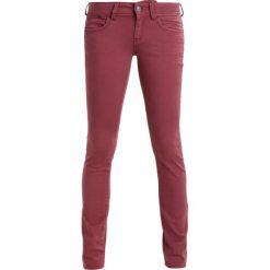 GStar LYNN MID SKINNY COJ  Jeans Skinny Fit dark berry mist. Fioletowe rurki damskie G-Star. W wyprzedaży za 375,20 zł.