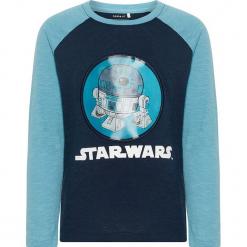"""Koszulka """"Starwars"""" w kolorze niebieskim. Niebieskie t-shirty chłopięce z długim rękawem Name it Kids, z nadrukiem, z bawełny. W wyprzedaży za 49,95 zł."""