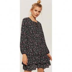 Sukienka w drobne kwiaty - Wielobarwn. Czarne sukienki marki House, l, w kwiaty. Za 89,99 zł.