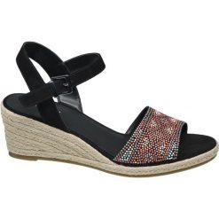 Sandały na koturnie Graceland czarne. Czarne sandały damskie marki Graceland, w kolorowe wzory, z materiału. Za 119,90 zł.