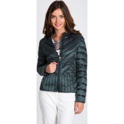 Bomberki damskie: Zielona pikowana kurtka bez kaptura QUIOSQUE