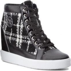 Sneakersy GUESS - FLFRR3 FAB12 WHIBL. Czarne sneakersy damskie Guess, z lakierowanej skóry. W wyprzedaży za 579,00 zł.
