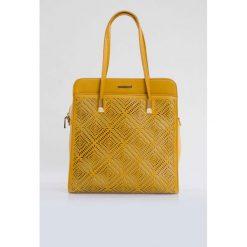 Torebki klasyczne damskie: Elegancka torba z ażurową kieszenią