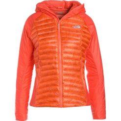 The North Face VERTO PRIMA Kurtka puchowa nasturtium. Różowe kurtki damskie puchowe marki The North Face, m, z nadrukiem, z bawełny. W wyprzedaży za 749,25 zł.