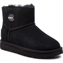 Buty UGG - W Mini Turnlock Bling 1098354 W/Blk. Szare buty zimowe damskie marki Ugg, z materiału, z okrągłym noskiem. Za 879,00 zł.