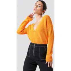 Josefin Ekström for NA-KD Sweter z głębokim dekoltem V - Orange. Pomarańczowe swetry oversize damskie marki Josefin Ekström for NA-KD, m, z dzianiny. Za 80,95 zł.