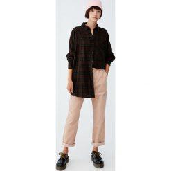 Koszula w kratkę z długim rękawem. Czerwone koszule damskie w kratkę marki Pull&Bear, m. Za 89,90 zł.