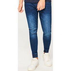 Jeansy jogger - Granatowy. Niebieskie jeansy męskie marki Reserved. Za 129,99 zł.