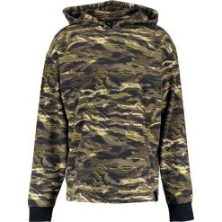 Puma Bluza z kapturem puma black. Zielone bluzy męskie rozpinane Puma, m, z bawełny, z kapturem. W wyprzedaży za 503,20 zł.