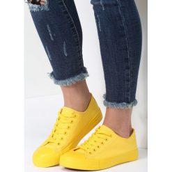 Żółte Trampki Sweet Land. Żółte trampki i tenisówki damskie marki Kazar, ze skóry, na wysokim obcasie, na obcasie. Za 49,99 zł.