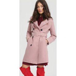 Różowy Płaszcz Apparent. Czerwone płaszcze damskie pastelowe other, na jesień, l. Za 149,99 zł.