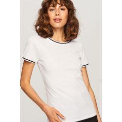 T-shirt z prążkowanej dzianiny - Biały. Białe t-shirty damskie marki Reserved, l, z dzianiny. Za 39,99 zł.