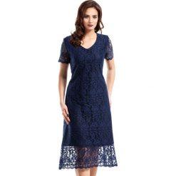 Granatowa Elegancka Koronkowa Sukienka Midi z Krótkim Rękawem. Niebieskie sukienki balowe marki Molly.pl, na imprezę, l, w koronkowe wzory, z koronki, z krótkim rękawem, midi. Za 168,90 zł.