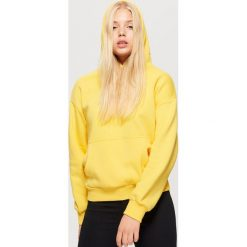 Bluza hoodie z napisem - Żółty. Żółte bluzy damskie marki Cropp, l, z napisami. Za 69,99 zł.