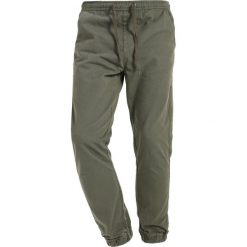 Chinosy męskie: Shine Original DROP CROTCH PANTS Spodnie materiałowe army