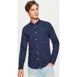 Koszula z mikroprintem regular fit - Granatowy. Białe koszule męskie marki Reserved, l. Za 89,99 zł.