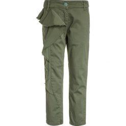 Chinosy chłopięce: Patrizia Pepe Spodnie materiałowe militar green