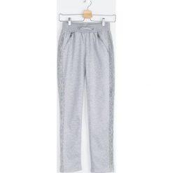 Chinosy chłopięce: Szare Spodnie Dresowe Lacy Belt