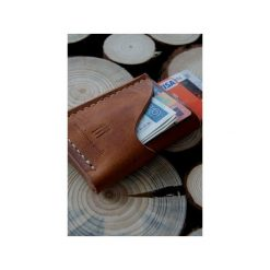 Old Friend Wallet – minimalistyczny portfel skórzany, ręcznie szyty. Brązowe portfele męskie Woodsman craft, ze skóry. Za 149,00 zł.