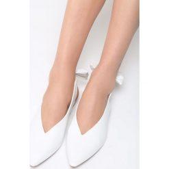 Białe Balerinki Have You Ever. Białe baleriny damskie lakierowane Born2be, z materiału, na obcasie. Za 59,99 zł.