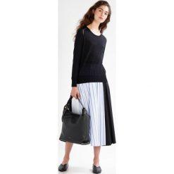 7 for all mankind Sweter black. Czarne swetry klasyczne damskie 7 for all mankind, s, z materiału. W wyprzedaży za 367,95 zł.