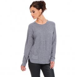 """Sweter """"Jamie"""" w kolorze szarym. Szare swetry klasyczne damskie marki Cosy Winter, s, ze splotem, z okrągłym kołnierzem. W wyprzedaży za 181,95 zł."""