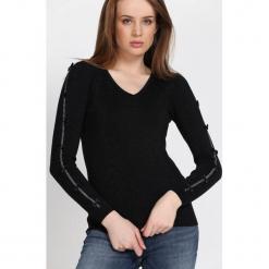 Czarny Sweter Reflecting. Czarne swetry klasyczne damskie Born2be, l, dekolt w kształcie v. Za 74,99 zł.