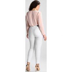 Ashley Graham x Marina Rinaldi IDILLIO Jeans Skinny Fit white. Białe jeansy damskie relaxed fit Ashley Graham x Marina Rinaldi, z bawełny. W wyprzedaży za 923,30 zł.