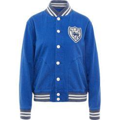Polo Ralph Lauren RUSTIC Kurtka Bomber blue saturn. Niebieskie bomberki damskie marki Polo Ralph Lauren, z bawełny. W wyprzedaży za 503,60 zł.